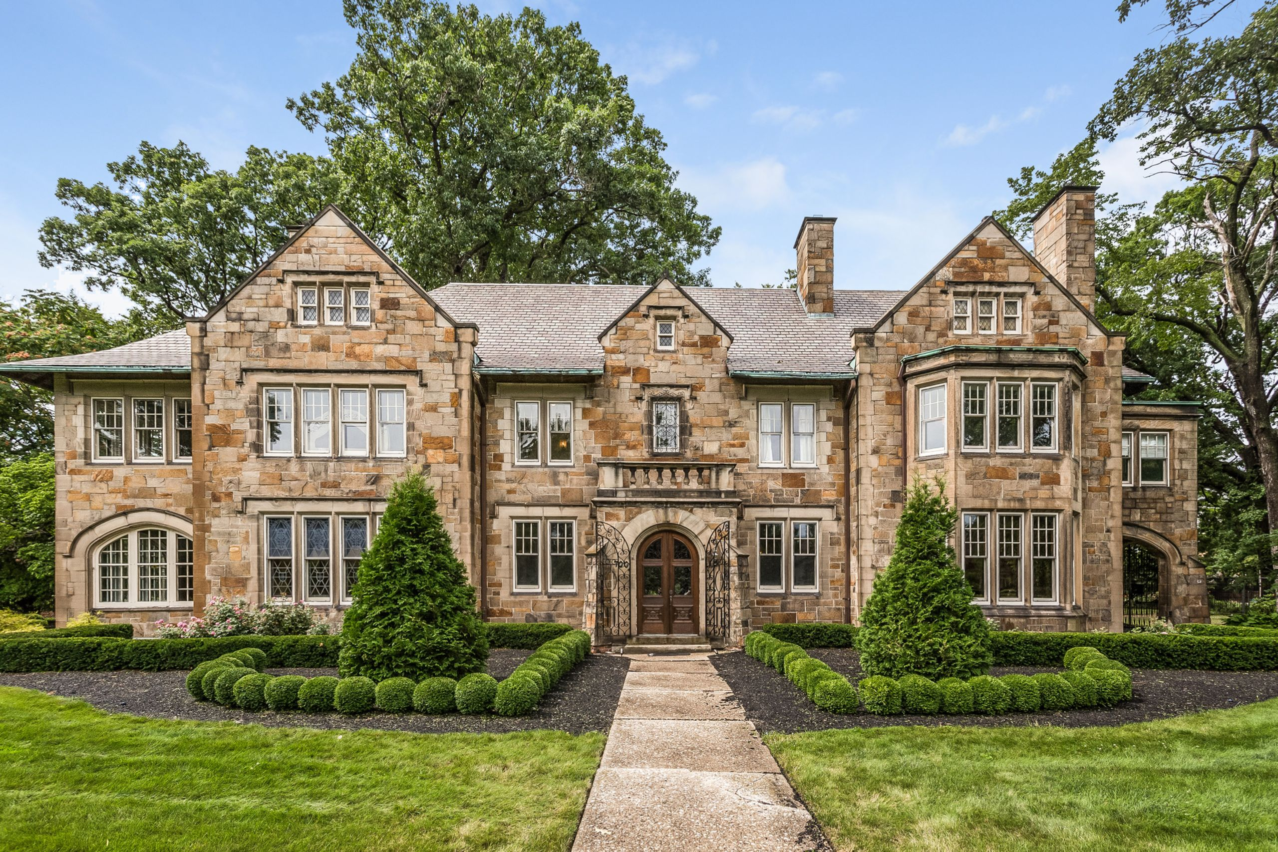 What to Look for in a Detroit Luxury Home