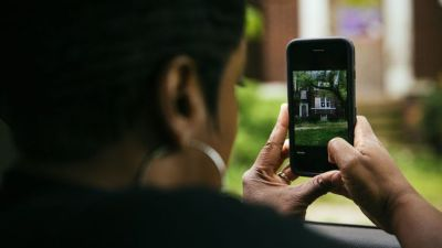 Uber Drivers Seek Extra Cash Working for House Flippers