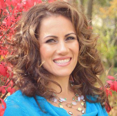 Melanie Henderson Earns Associate Broker's License