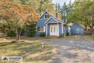 Quaint Cottage Located In Prune Hill! 2722 NW 18th Ave Camas