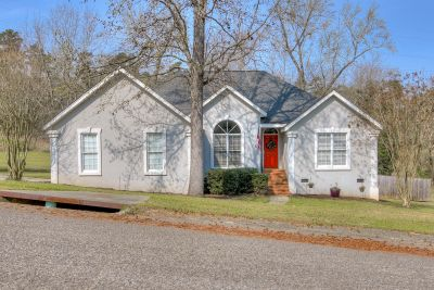 Charming Ranch on Large Lot in Southlake Estates!