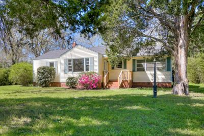 Adorable and Affordable Ranch in Murphy Estates