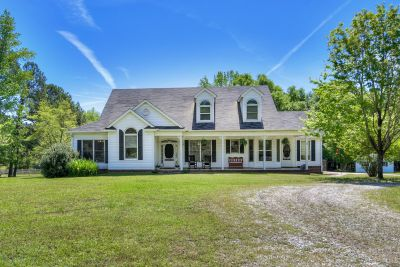 Amazing Appling Estate – 24 Acres!