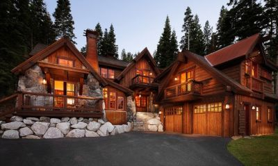 This looks like the perfect mountain home! Would you love to live here?