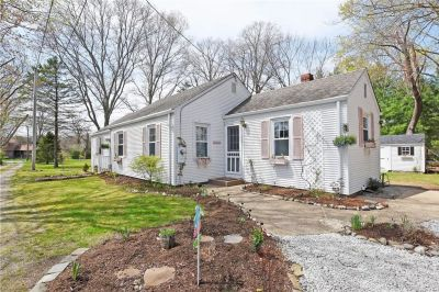New List: Absolutely Adorable Ranch in desirable Hampden Meadows