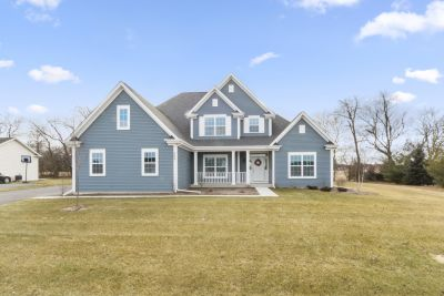 Just Listed! 4BR, 3.5BA Stylish Home in Williams Bay | 509 Prairie View Rd, Williams Bay WI