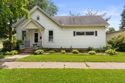 SOLD! 2BR, 1BA Cottage in Lake Geneva | 600 Walworth St, Lake Geneva WI