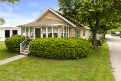 SOLD! 3BR, 2BA Bungalow in Downtown Lake Geneva | 827 Clover St, Lake Geneva WI
