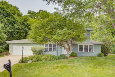 Just Listed! 859 Crescent Ln, Hartland