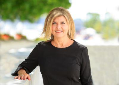 Diane Sluus, ABR, SRES