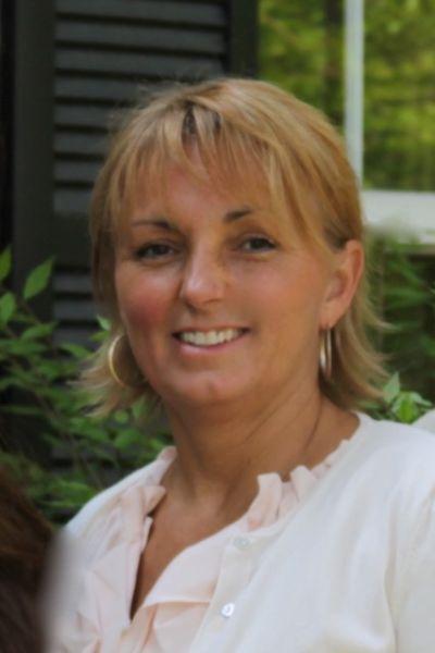 Beth Bell , Broker