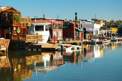Basking in the Calm: The Perks and Popularity of Houseboats