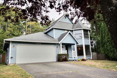 Bothell 2-story on a quiet cul-de-sac