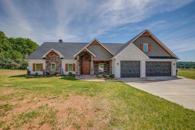 JUST LISTED! 5835 Jordan Gate Drive, East Bend