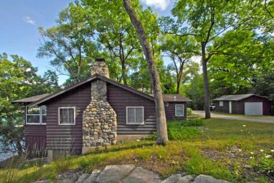 Vintage 3 season Green Lake log cottage on 81′ of Lauderdale's finest frontage | W5364 West Shore Dr, Lauderdale Lakes WI