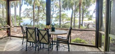 How Screened Porches Bring the Outdoors In