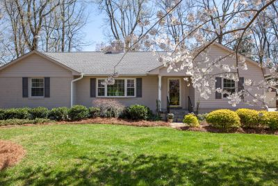 Just Listed in Starmount Forest!