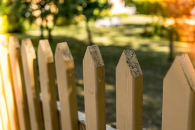 4 Ways to Maintain the Fence Around Your Property