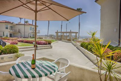 Awe-Inspiring beach living! 600 N. The Strand #35
