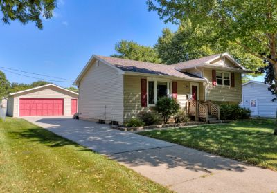 Just Listed! Open House in NE side of Ankeny Today 9/8 from 1-3pm!