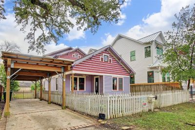 PENDING in Houston Heights! 714 E 24th Offered at $599,000.