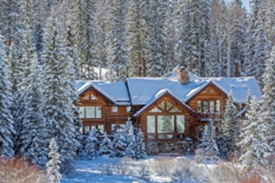 Winter Wonderland Homes to Get You in the Holiday Spirit