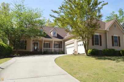 Hall County Home with INDOOR pool & 3 car garage!