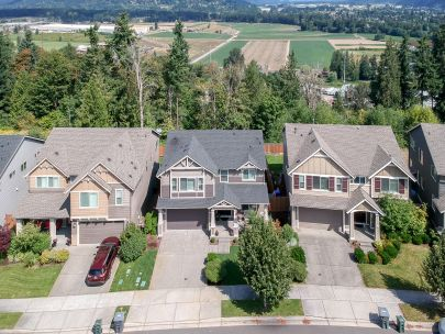 New Listing! Gorgeous Puyallup Home w/ Territorial Views