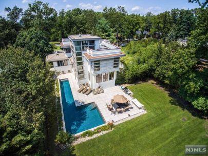 Magnificent East Hill Rental