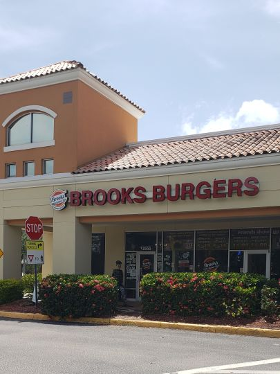 Brooks Burgers are The BEST in Naples