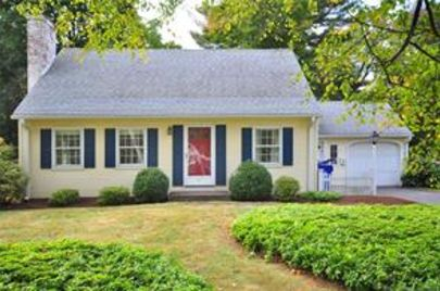 Picture perfect Cape in Newington!