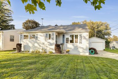 1198 Hickory Hill Drive, Green Bay