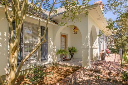 Home for sale in exclusive neighborhood of Willow Ridge