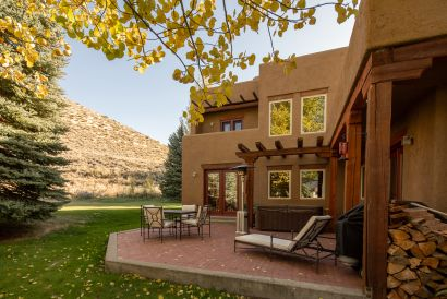 Beautiful Southwestern Style Home in Mid Valley!
