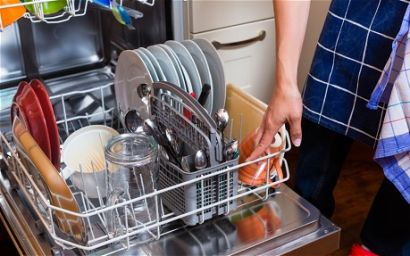 4 Reasons Why You Don't Have to Pre-Rinse Your Dishes