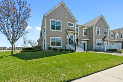 This End-Unit 3-Bedroom Townhome in Otsego is Ready for You!