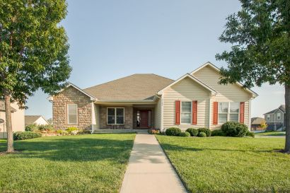 Just Listed! Custom Ranch Home with 1 BR Apartment, Separate Entry!