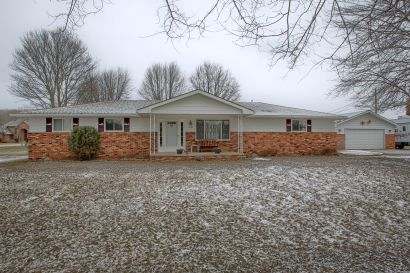 Just Listed – Clay Twp Ranch