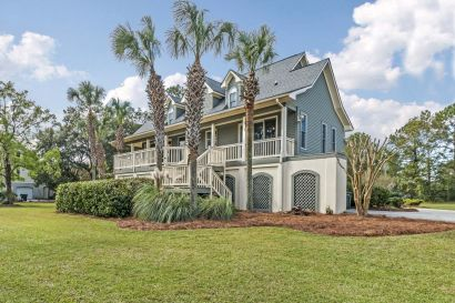 Fantastic lakefront home in Gated Headquarters Plantation