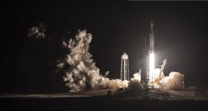 Darkness turns to day as SpaceX Falcon Heavy launches from Kennedy Space Center