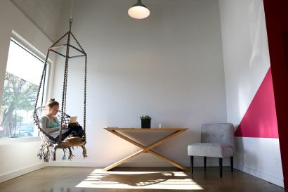 Flock, Then Fly. Interview with Amber Tollefsen, co-founder of The Flamingo House