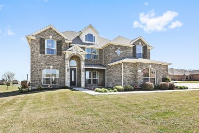 Amazing Custom Home On 1 Acre Lot In Gated Community