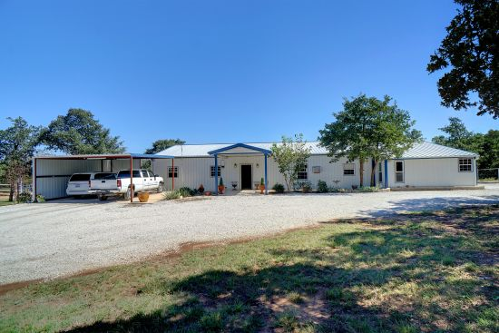 Income producing property in Nocona, TX!