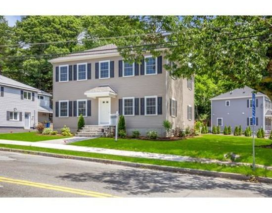 Spacious and modern colonial-style home: 275 Lebanon Street