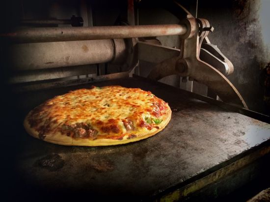 """Rockford Style Pizza"" Is A Thing and Here's Why You NEED to Get Here and Try It!!"