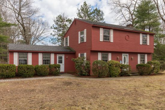 North Hampton Colonial Home For Sale